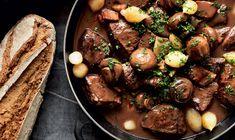 Her er en af Frankrigs største klassikere: Boeuf Bourgignon Actifry, Pot Roast, Lchf, Meal Planning, Meals, Dinner, Cooking, Ethnic Recipes, Food