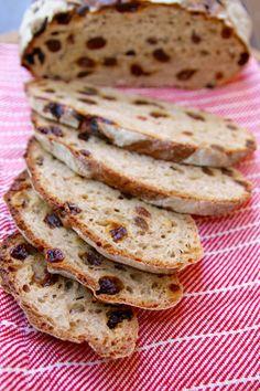 Cinnamon Raisin Bread (No-Knead Recipe)