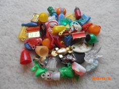 LOT-OF-50-VINTAGE-GUMBALL-CRACKER-JACK-CHARMS-PRIZES-AND-SMALL-TOYS-GROUP-1