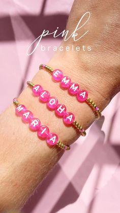 Letter Bead Bracelets, Diy Bracelets Easy, Letter Beads, Summer Bracelets, Name Bracelet, Bracelet Crafts, Colorful Bracelets, Handmade Bracelets, Diy Jewelry