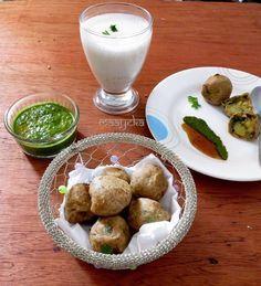 Rajgiri batata vada- Crisp and delicious potato and Amaranth flour dumplings/Vrat ka khana, How to make gluten free amaranth flour batata vada recipe Flour Dumplings, Fried Dumplings, Veg Recipes, Indian Food Recipes, Indian Food Culture, Farali Recipes, Batata Vada, Indian Snacks, Indian Foods