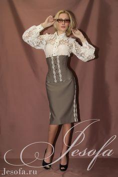 Шикарный корсетный костюм для деловой женщины.