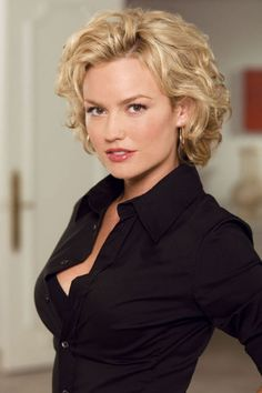 curly hairstyles for women over 40..