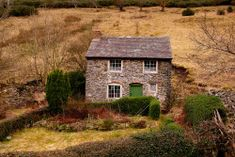 Matt Andrews' photograph of a cottage near Stiperstones, Shropshire (by wildernessing) Stone Cottages, Cabins And Cottages, Stone Houses, Cute Cottage, Cottage Style, Beautiful Buildings, Beautiful Homes, Beautiful Things, English Country Cottages