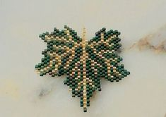 Seed Bead Patterns, Beaded Jewelry Patterns, Beading Patterns, Beaded Crafts, Bracelet Crafts, Beaded Animals, Beaded Brooch, Brick Stitch, Beaded Flowers