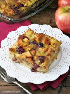 An easy recipe for a healthy Apple Cranberry Baked French Toast… Brunch Recipes, Breakfast Recipes, Brunch Ideas, Breakfast Ideas, Breakfast Time, Cinnamon Swirl Bread, Overnight Breakfast Casserole, French Toast Bake, Quick And Easy Breakfast
