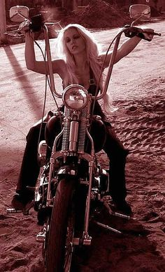 Harley Davidson News – Harley Davidson Bike Pics Female Motorcycle Riders, Motorbike Girl, Motorcycle Girls, Motorcycle Gear, Lady Biker, Biker Girl, Biker Baby, Moteurs Harley Davidson, Heritage Softail