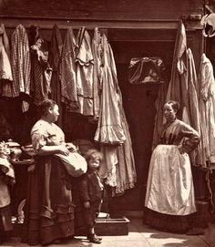 Vintage photographs of street life in Victorian London by Scottish photographer John Thomson. Victorian Street, Victorian Life, Victorian London, Vintage London, Old London, Victorian History, London Pubs, London History, British History