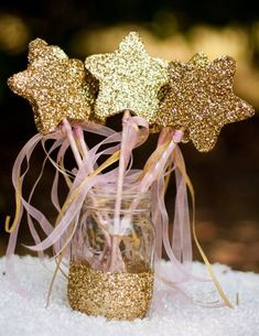 pink and gold twinkle star pops in mason jar Pink und Gold Twinkle Star Pops im Einmachglas Gold First Birthday, First Birthday Themes, Golden Birthday, 1st Birthday Girls, 1st Birthday Parties, Birthday Decorations, First Birthdays, Birthday Ideas, Pink And Gold Birthday Party