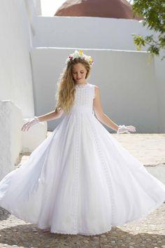 Vestido de ceremonia infantil. Color blanco Este producto se realiza bajo encargo por lo que la producción es de 40 días y no se aceptan devoluciones.