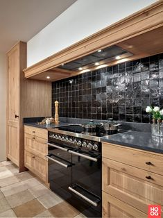 Old Kitchen, Kitchen On A Budget, Home Decor Kitchen, Beautiful Kitchens, Cool Kitchens, Kitchen Gallery, Contemporary Kitchen Design, Kitchen Remodel, Sweet Home