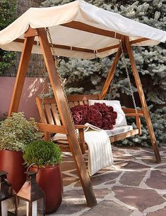 love it - Another! Diy Swing, Bench Swing, Wood Swing, Patio Swing, Swing Seat, Backyard Swings, Backyard Patio, Backyard Landscaping, Garden Swings