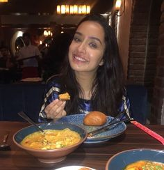 🎉👊 Half girlfriends out! Thank you for an epic meal ❤❤ Bollywood Celebrities, Bollywood Actress, Cute Preppy Outfits, Trendy Outfits, Half Girlfriend, Shraddha Kapoor Cute, Bollywood Pictures, Food Pictures, Food Pics