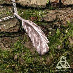 bijou collier pendentif victorien elfique Plume enchantée Levin bronze blanc argenté poésie volutesmagie féerique romantique gothique mariage cadeau noël yule