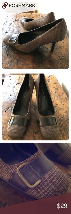 "Bandolino brown plaid fabric heels Like New, adorable 3"" heels in a sophisticated brown plaid print. These heels are in excellent condition!! Would look so cute with a pair of long straight leg jeans. Size 8M Smoke free/Pet free Bandolino Shoes Heels"