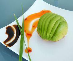 Avocado bon bon , vegane Füllung umhüllt von Avocado mit Chili. www.vitaest.me
