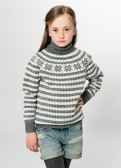 """Tema 34: Modell 10 """"Fana"""" genser med rundt bærestykke #klassiker"""