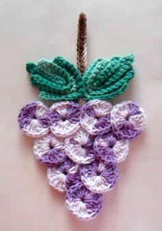 CACHO DE UVA EM CROCHÊ                                                                                                                                                                                 Mais Crochet Fruit, Crochet Food, Love Crochet, Crochet Motif, Crochet Designs, Crochet Crafts, Crochet Doilies, Yarn Crafts, Crochet Flowers