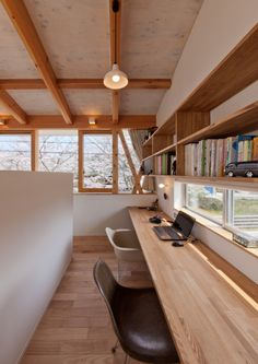 Half wall separating office from larger room. Would be great in a home with a great room but doesn't have a formal office space. Interior Architecture, Interior And Exterior, Japanese Interior, Japanese House, Home Office Design, House Rooms, Interior Decorating, New Homes, Furniture