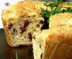 Olá!!! Hoje vim postar para vocês uma forma diferente de fazer pão de queijo. Vamos fazer em formato de bolo e ainda recheado, bem mais p...