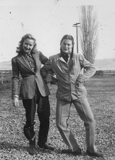 These ladies look to me, the longer hair, tweed jacket. ALady Women in pants, Vintage Humor, Mode Vintage, Vintage Ladies, Funny Vintage, Vintage Couples, Vintage Photographs, Vintage Photos, 1930s Fashion, Vintage Fashion