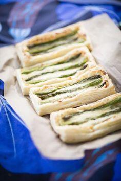 Juustoinen parsapiirakka on resepti, jota koko Ruotsi rakastaa Spanakopita, Fresh Rolls, Bread Recipes, Baked Goods, Sandwiches, Food And Drink, Baking, Eat, Ethnic Recipes