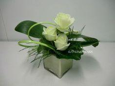 Rosen Arrangements, Easter Flower Arrangements, Floral Arrangements, Deco Floral, Arte Floral, Floral Design, Blog Art Floral, Arreglos Ikebana, Grave Flowers