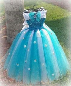 frozen inspired Elsa dress w/ personally hand crafted snow flake/rhinestone. Let your Princess be the Snow Queen she wants to be.frozen inspired Elsa dress/cape with personally hand crafted snow flakes/ rhinestones. with slip on sleeves (or not) and Diy Tutu, Frozen Dress, Elsa Dress, Tulle Dress, Little Girl Dresses, Girls Dresses, Flower Girl Dresses, Costumes Avec Tutu, Olaf Costume