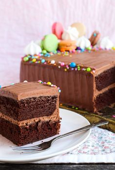 Feed-a-Crowd Perfect Chocolate Cake. This Feed-a-Crowd Perfect Chocolate cake is ideal for your Easter weekend entertaining. It's easy feeds a crowd and is loved by all. Perfect Chocolate Cake, Dark Chocolate Cakes, Chocolate Desserts, Chocolate Spice Cake Recipe, Chocolate Lasagna, Frozen Chocolate, Chocolate Shop, Chocolate Frosting, Chocolate Lovers