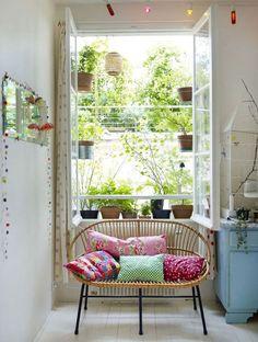 regardsetmaisons: Recyclage - acrylic window shelves for plants