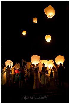Sky lantern, wedding photos in Nosara Costa Rica