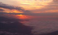 https://flic.kr/p/r8seye | Sky on fire | El Avila Caracas - Venezuela  Walking on the clouds  Week 5