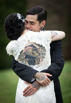 Over 2236 people liked this! Vintage wedding tattoos love this peek a boo dress! Hippe Tattoos, Paar Tattoos, Couple Tattoos, Love Tattoos, Tatoos, Tattoos 2014, Wicked Tattoos, Crazy Tattoos, Beautiful Tattoos