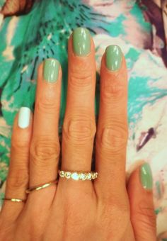 alternate the accent finger - seafoam green is having such a moment.
