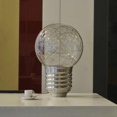 La suspension neptune en forme d 39 ampoule g ante est une lampe d 39 amb - Ampoule geante suspension ...