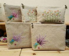 프랑스자수 파우치 두가지 만들었어요ㅎㅎ 좋아하는 라벤다와 카모마일 도안으로 만들었는데 카모마일은 색... Embroidery Purse, Hand Embroidery Flowers, Couture Embroidery, Floral Embroidery, Cross Stitch Embroidery, Embroidery Patterns, Wine Bottle Candles, Sewing Stitches, Paper Flowers Diy