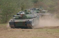 ECPAD   Présentation des capacités des Armées Terre et Air. Mourmelon 2007. Chars AMX LECLERC du 1er escadron du GE 11 de Carpiagne