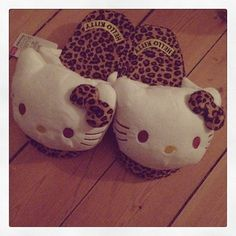 Hello kitty and leopard slippers. Looks Style, My Style, Hello Kitty Christmas, Hello Kitty Wallpaper, Here Kitty Kitty, My Baby Girl, Sanrio, Girls Best Friend, Cool Cats