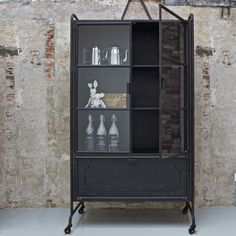 Vitrinekast Storage metaal zwart | Trendhopper.nl | Let your home smile!