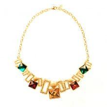 Votre grossiste préféré vous offre une multitude de colliers tendances et chics à enfiler pour toutes occasions. On adore ce collier monté en chaîne maille dorée, agrémenté des successions de pierres précieuses carrées, des carrés dorés ainsi que les oursins dorés. C'est tout simplement topissime !