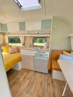 Vintage Caravan Interiors, Retro Caravan, Camper Caravan, Vintage Caravans, Camper Interior Design, Bus Interior, Caravan Makeover, Caravan Renovation, Caravan Conversion