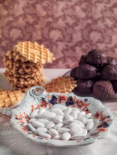 Comfort Food from Abruzzo -Sugared Almonds (confetti) from Sulmona, waffle-like biscuits (ferratelle) and chocolate covered almond cakes (parrozzini)   almendras confitadas me hizo acordar a mi abuela