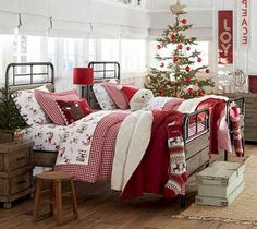 Confortable Christmas Bedroom Decor Ideas - Page 27 of 34 Bedroom Decor, Decor, Modern Baby Room, Christmas Decorations To Make, Bedroom Themes, Creative Bedroom Decor, Christmas Bedroom, Bedding Master Bedroom, Christmas Bedding