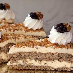Egy finom Luna torta (diós) ebédre vagy vacsorára? Luna torta (diós) Receptek a Mindmegette.hu Recept gyűjteményében! Poppy Cake, Torte Cake, Hungarian Recipes, Cakes And More, Cake Cookies, Fun Desserts, Vanilla Cake, Food And Drink, Cooking Recipes