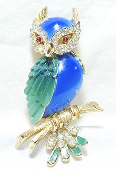VINTAGE CROWN TRIFARI RHINESTONE OWL BROOCH