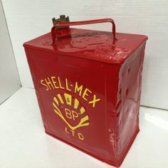 Vintage Shell Mex BP 2 gallon petrol can.  Vintage Petrol Can.  Petroliana automobilia, garagalia. Collectable 2 gallon petrol can with brass lid.  Repainted