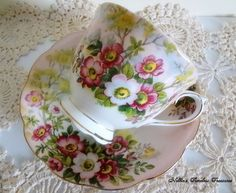 Royal Albert Wild Rose Vintage Fine Bone China Pink Floral Tea Cup and Saucer English Antique Tea Cup Replacement China Gift