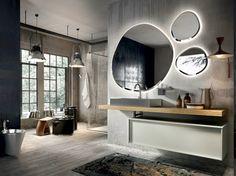 modernes Badezimmer mit zwei gro0en Fenstern, Duschkabine aus Glas, Badmöbel im Industrial Style, drei ovale Spiegel mit LED Beleuchtung, Wandlampe mit minimalistischem Design, Badezimmer mit Bidet