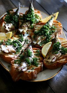 Crostini with sardines Tapas, Bruschetta, Seafood Recipes, Appetizer Recipes, Appetizers, La Trattoria, Good Food, Yummy Food, Brunch