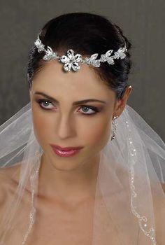 Accesoriu mireasa pentru frunte cu Swarovski Elements . accesorii mireasa, tendinte coafuri 2015, coafuri mireasa 2015, accesoriu par mireasa, coc mireasa, nunta -  wedding,